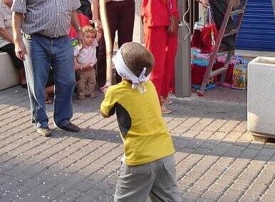 Cucañas para los niños en las Fiestas de Benimamet 2011