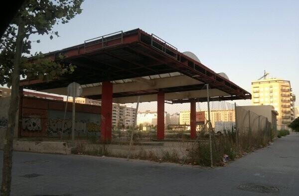 Gasolinera abandonada en el Camino de Moncada, Valencia
