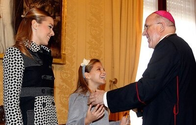 arzobispo-osoro-recibe-falleras-mayores-de-valencia-2012