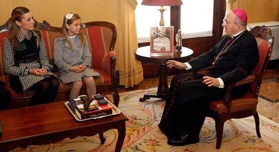 Las Falleras Mayores de Valencia son recibidas por el Arzobispo