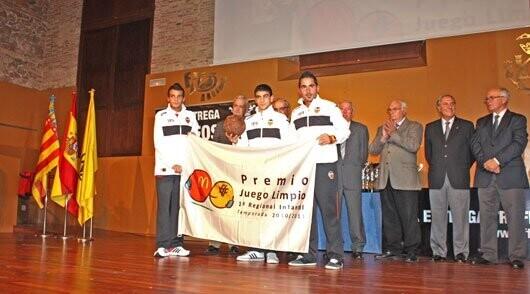 El Valencia B recoge la bandera del Premio Juego Limpio de 1ª Regional Infantil