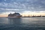 Valencia.-Crucero-entrando-puerto-de-Valencia_thumb.jpg