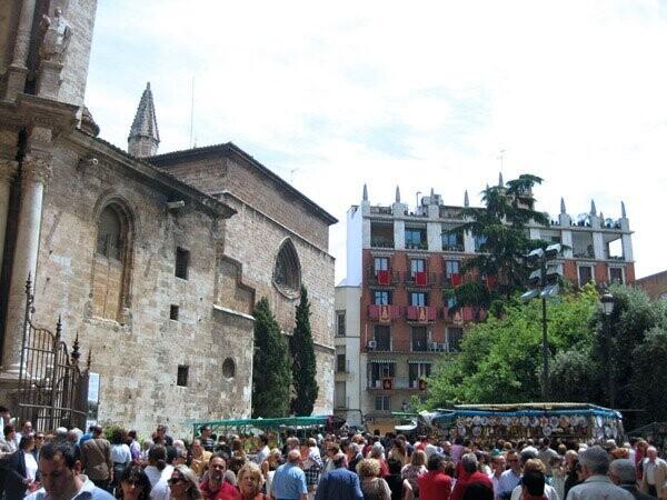 valencia-catedral-fieles-puerta