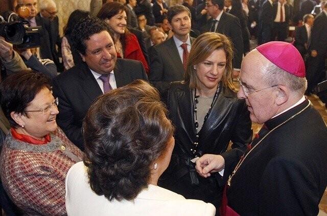 20120102 Carlos Osoro Sierra asiste a la toma de posesi—n de los nuevos conselleres (Foto. AVAN/ Alberto Saiz).