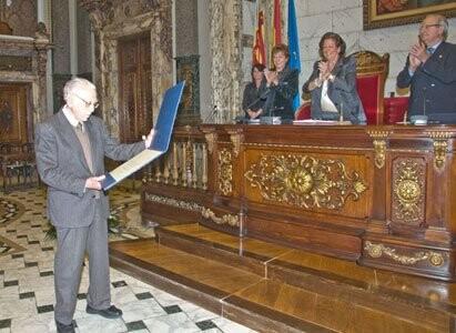 Benjamín Narbona recibe el premio 'Reconocimiento a toda una vida profesional'