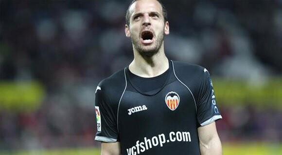 Soldado marcó el gol del Valencia en el Sánchez Pizjuán