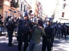 IES-Lluis-Vives.-Manifestacion.-detencin-zapadores_thumb.jpg