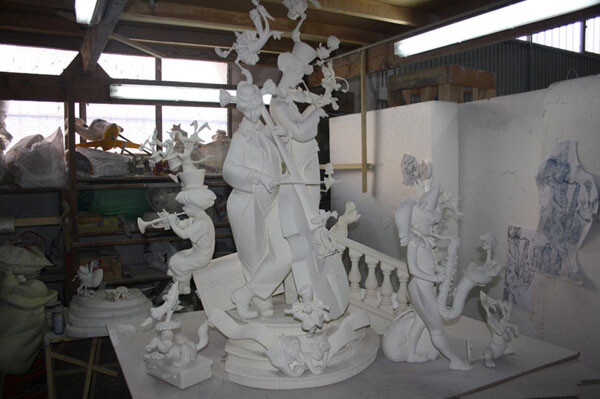 La maqueta de la falla 2012 de Almirante Cadarso - Conde Altea, en el taller de Manolo Algarra