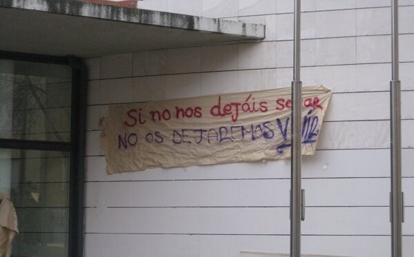 Pancartas de protesta en el instituto Benlliure