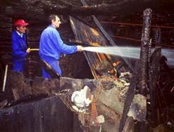 LUGO 14-1-2002 INCENDIO DE UNA CASA EN ABELEDO (ABADIN).FOTO CHECHU RIO