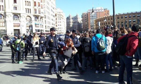 protesta-estudiantil-valencia-febrero-2012_154990056_n