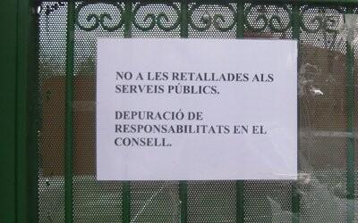 Escrito de protesta en uno de los accesos del Villar Palasí