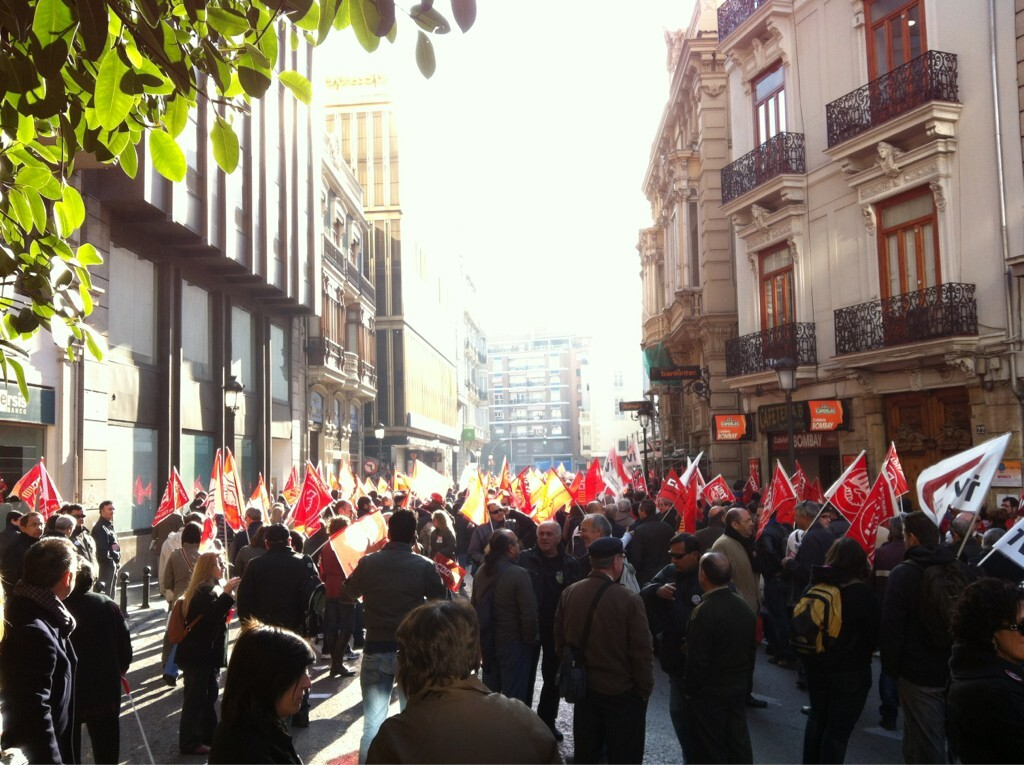 Un grupo de trabajadores en la calle Pintor Sorolla