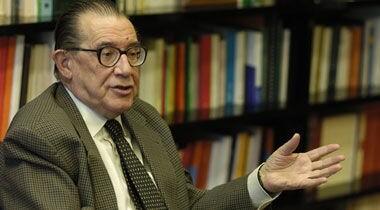 La UCV nombra Doctor Honoris Causa al economista Juan Velarde