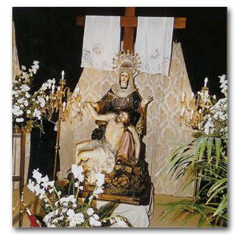 Paso de la Virgen de las Angustias al Pie de la Cruz