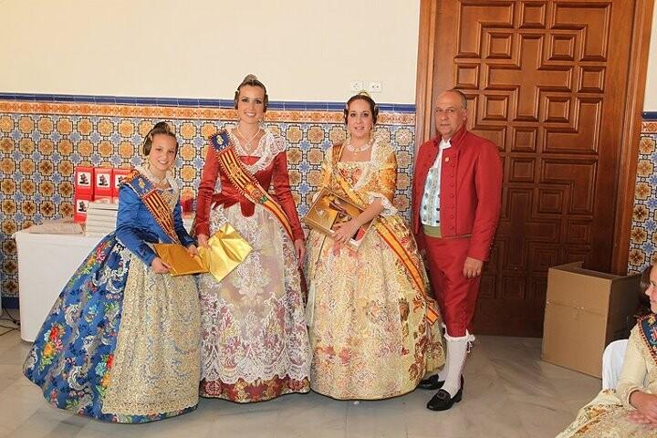 La Fallera Mayor de Calvia con las Falleras Mayores de Valencia y el edil de Fiestas