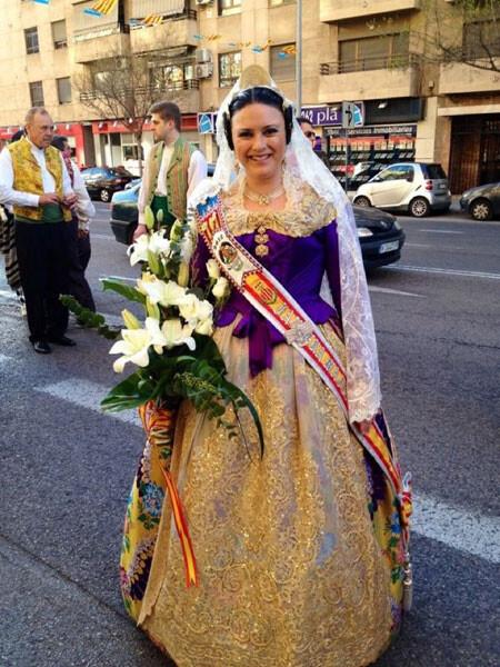 Marta Montero, Fallera Mayor 2012 de Pintor Pascual Capuz - Fontanares, en la Ofrenda