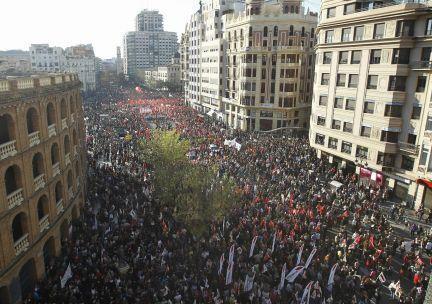 La multitudinaria manifestación a la altura de la Plaza de Toros