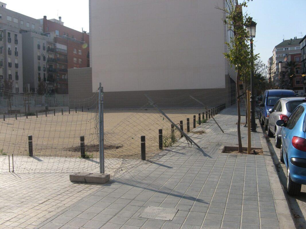 Edificio del centro de Patraix sin uso financiado con el Plan E