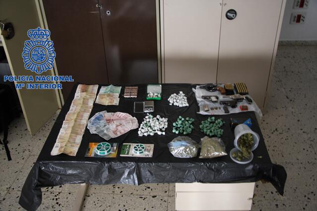 Decomiso de envoltorios hallados en el vehículo del vecino de Alacuás en un control en Valencia/cnp