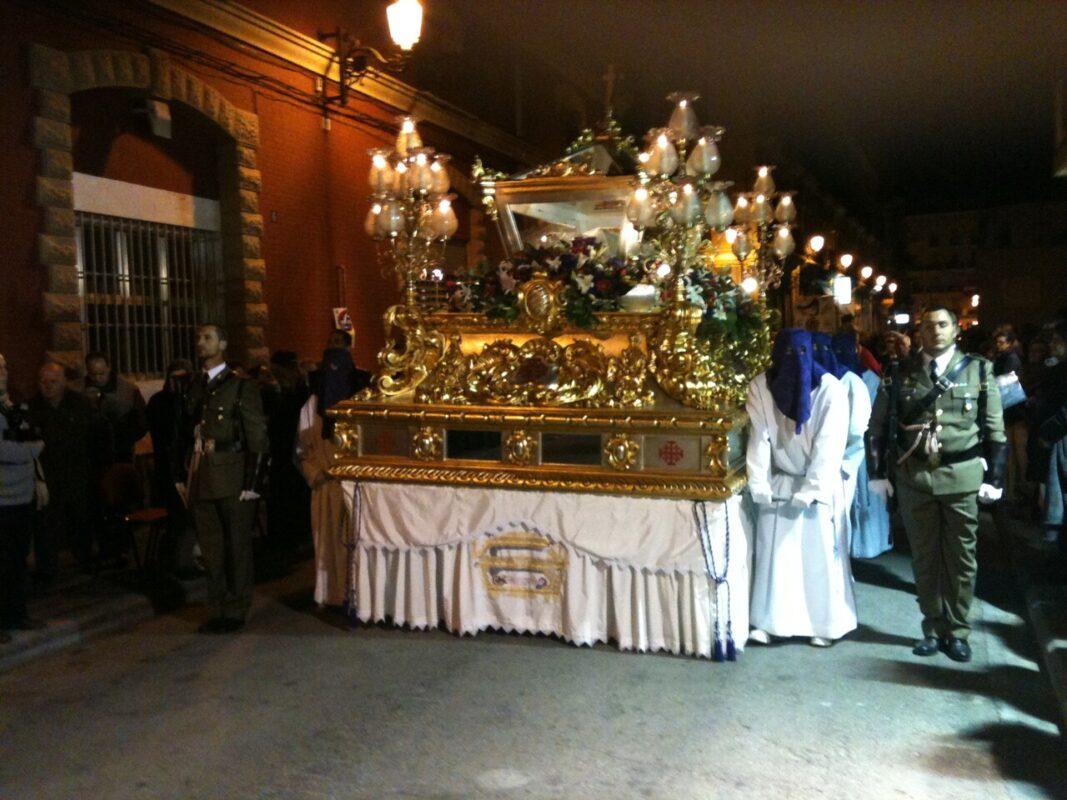 El Sepulcro a su paso por la calle José Aguirre en el Santo Entierro/v.s.