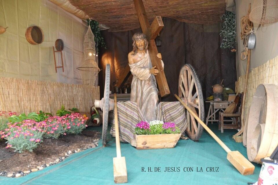 Adorno de la imagen de Jesús con la Cruz que se ha hecho éste año y se puede ver estos días