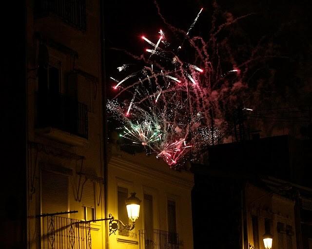 Castillo de fuegos artificiales en el cielo del Cabanyal la Noche de Gloria