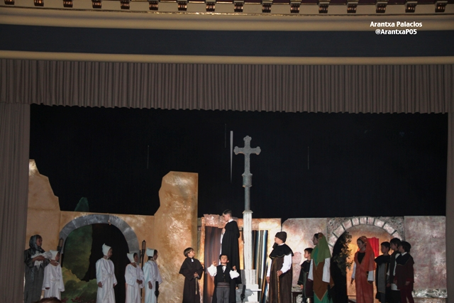 El grupo del altar del Tossal durante la representación que les valió el primer premio de 2012
