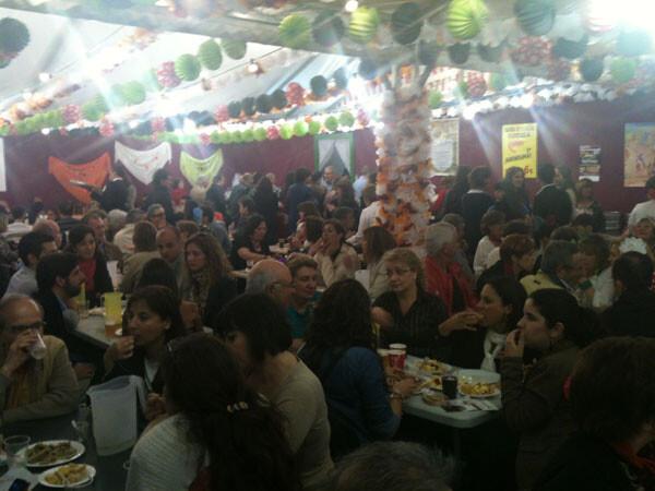 Ambiente de fiesta en la caseta del Rocío