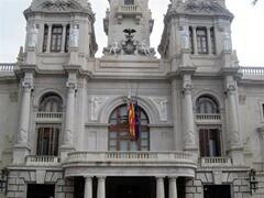 ayuntamiento valencia. banderas a media asta