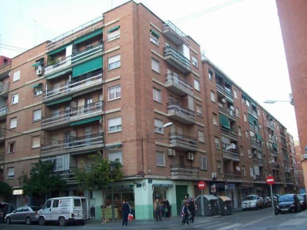 Una calle del barrio del Orriols donde se puede producir el desahucio.