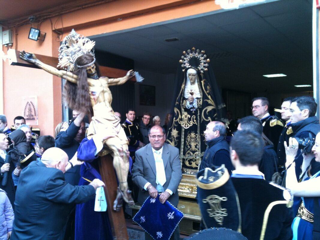 Visita del Cristo del Salvador a la Dolorosa en su local social/v.s