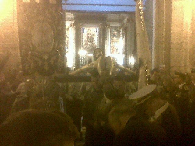 Salida del Cristo de la Buena Muerte de la iglesia del Grao el pasado sábado
