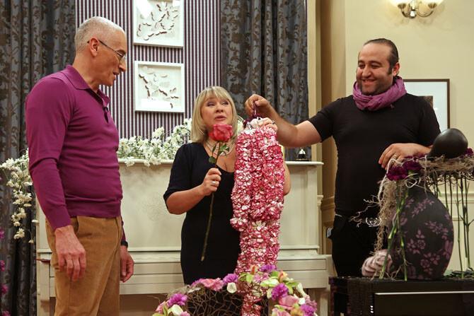 El experto en arte floral que hoy estará en Mercaflor, a la derecha.
