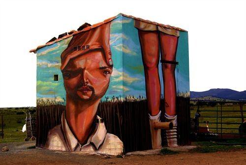 Un grafiti en una fachada/upv