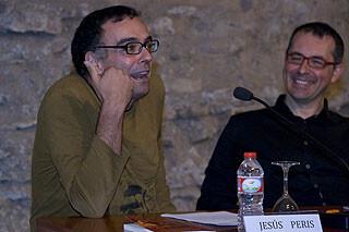 Jesús Peris, a la izquierda, con Gil Manuel Hernández, el nuevo presidente y el saliente.