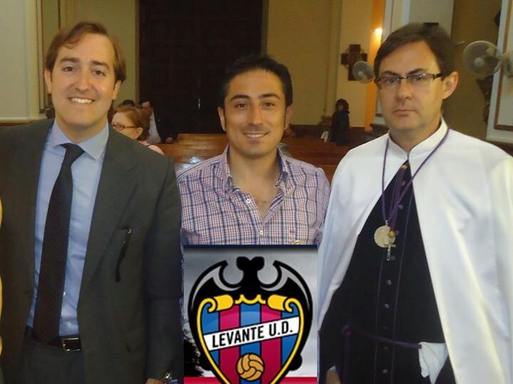 Los representantes del Levante U.D. con el vicepresidente, Tomás Fontelles