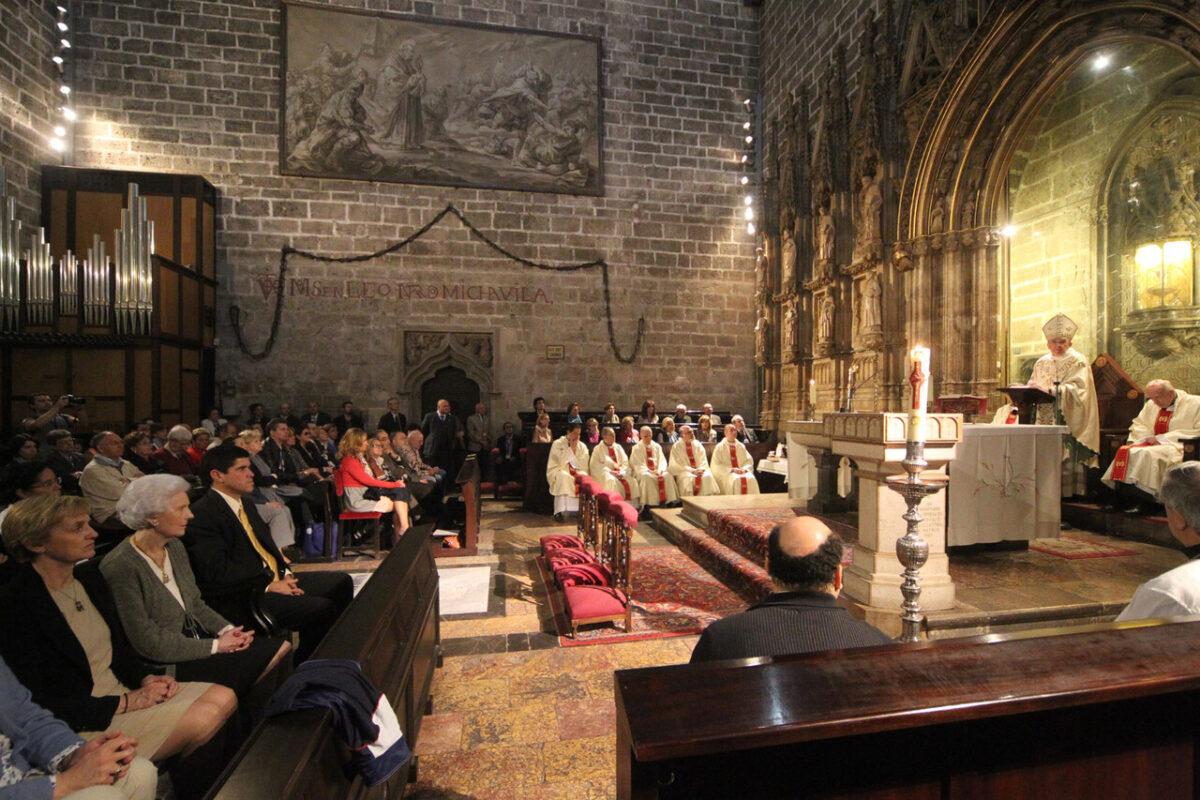 El arzobispo durante el oficio celebrado en la capilla del Santo Cáliz