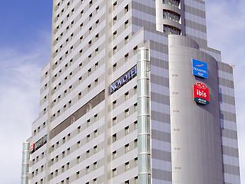 Fachada del edificio Novotel en Valencia, sito en la avda. de las Cortes Valencianas