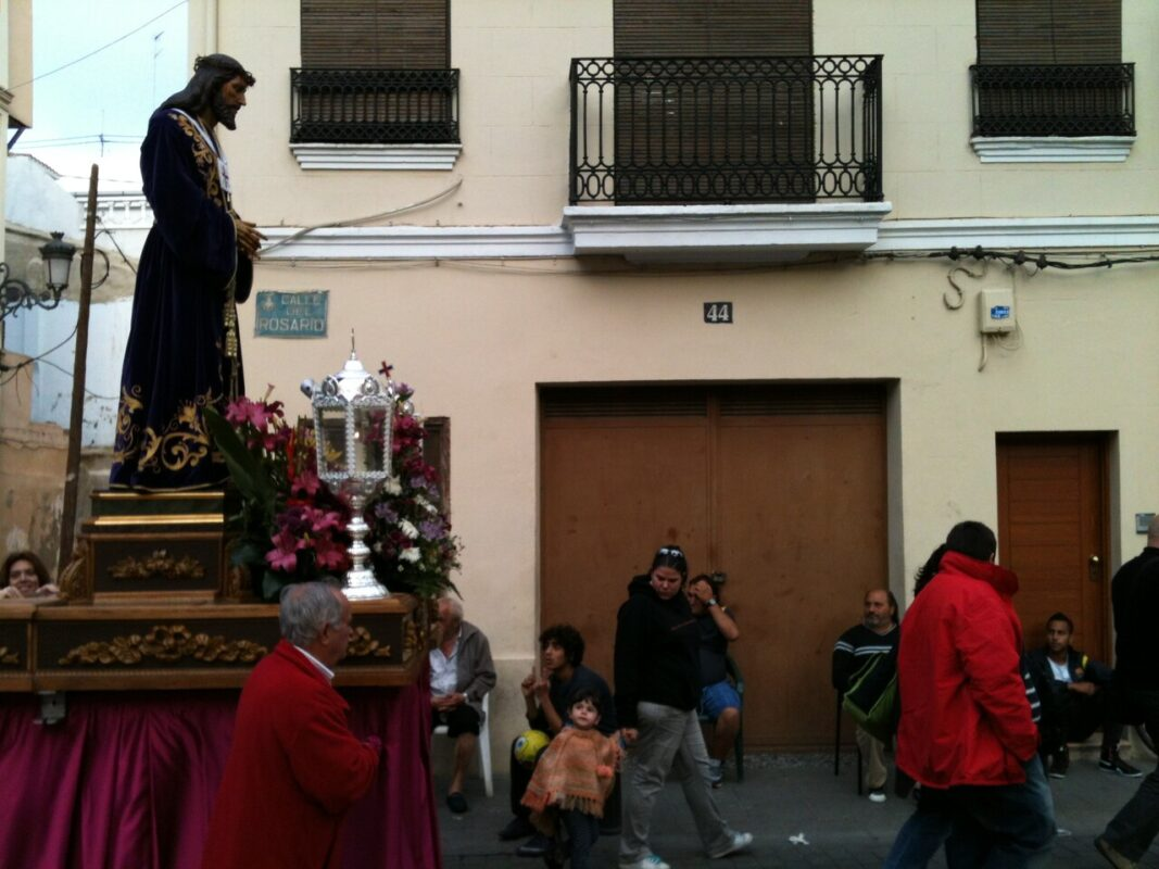 El Medinaceli del Grao a su paso por la calle del Rosario hacia el Museo./v.s.