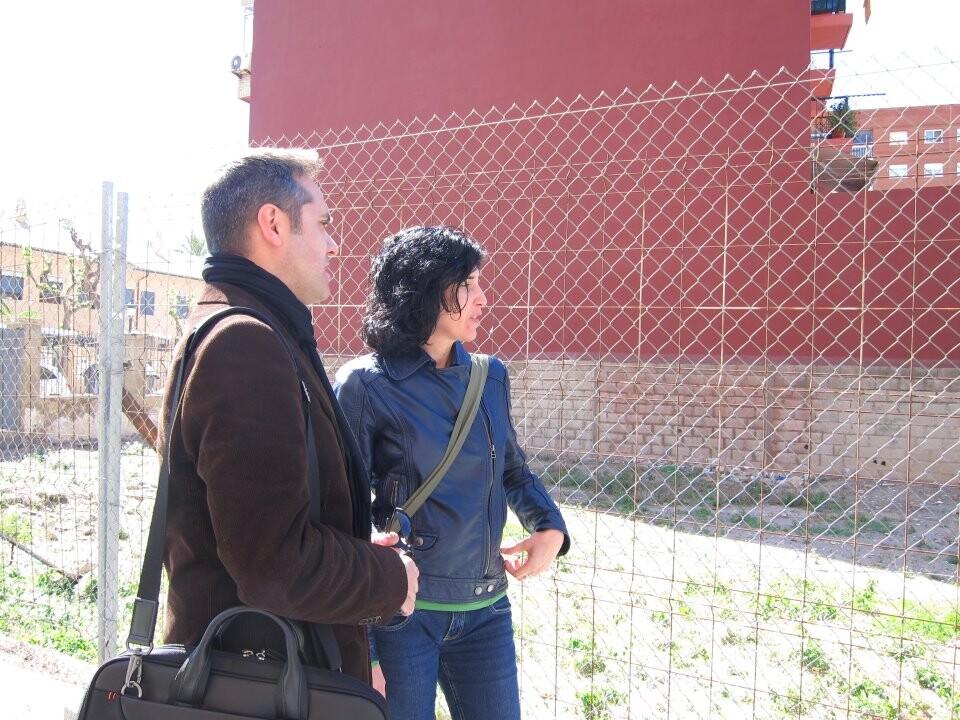 Amadeu Sanchis con una representante de Amics de la Malva en la visita de hoy