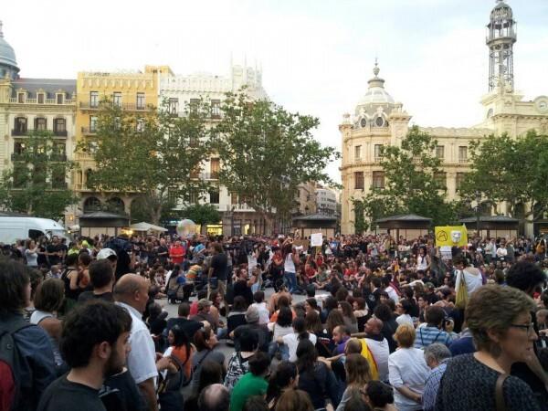 300 indignados toman de nuevo la Plaza del Ayuntamiento