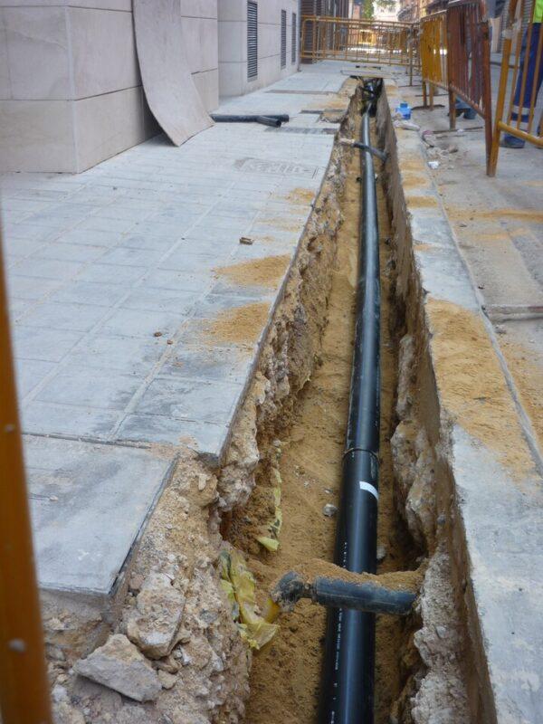 Obras en una de las calles del barrio de El Grao
