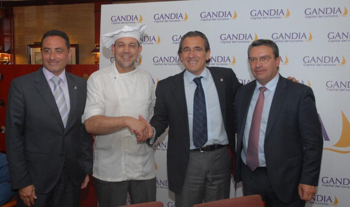El alcalde de Gandía, Arturo Torró, y el diputado de Turismo en la presentación de las jornadas./eci