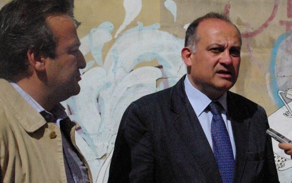 El portavoz socialista Joan Calabuig con el edil Sarria en Velluters/pspv
