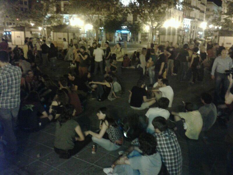 Un grupo de acampados en la plaza/p.valero