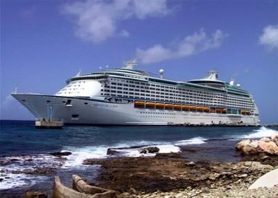 El crucero Adventure of the Seas en plena travesía