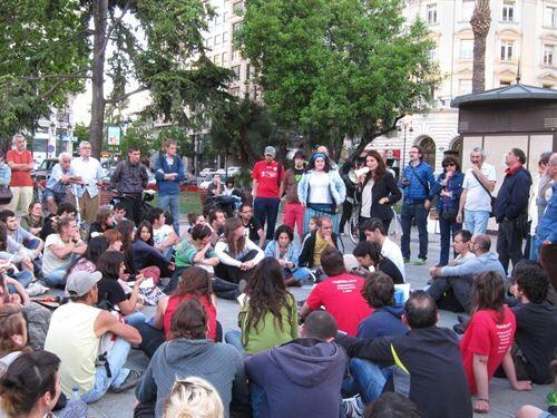 Asamblea de jóvenes en la plaza del Ayuntamiento/e.press