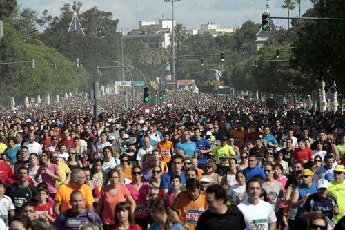 Cientos de corredores parten del Paseo de la Alameda en la XXX edición./Bancaja