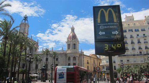 Un termómetro de la plaza del Ayuntamiento/e.p.